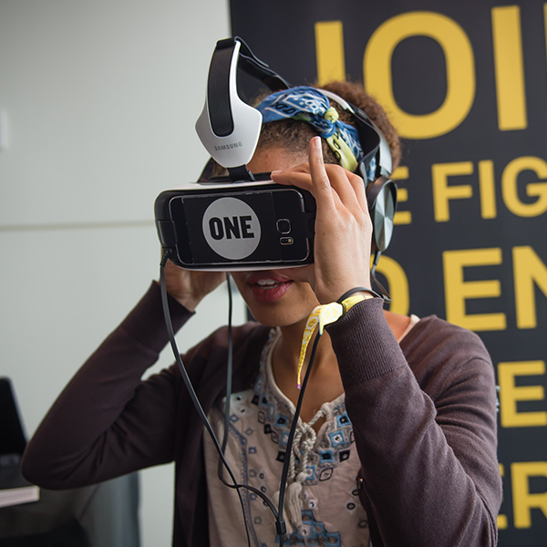 An MCON attendee experiences living life in poverty through the power of VR in the MCON Lounge.